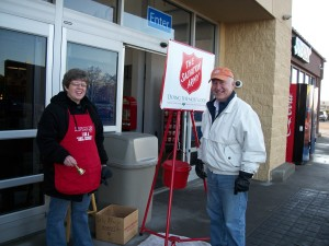 Bell Ringing Chair Mark Wedemeyer (right) and a volunteer bell ringer. (Teresa Kanning/photo)