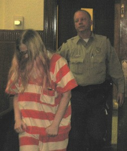 Leatha Slauson enters the courtroom for a hearing 11/10/14 (Ric Hanson/photo)