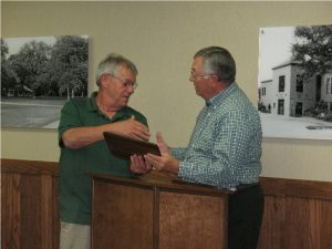 Atlantic Mayor Dave Jones congratulates Roger Herring for his years of service.